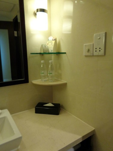 Holiday Inn Macau Bathroom Comp Water