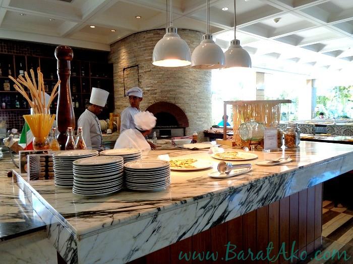 Manila Hotel Cafe Ilang Ilang Buffet Italian Station Pizza