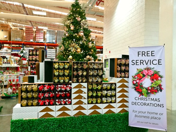 S&R Free Christmas Decoration Service