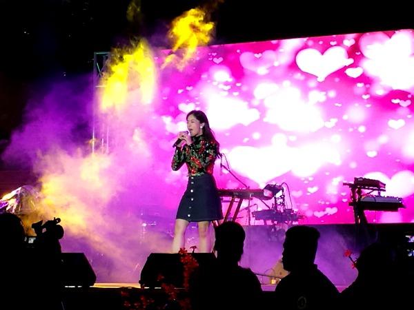 Araneta Tree Lighting 2017 Kisses Delavin