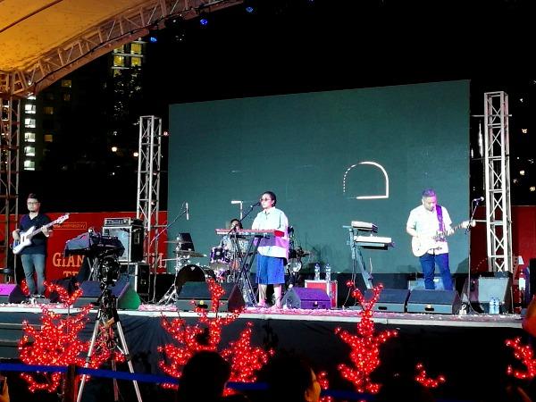 Araneta Tree Lighting 2017 Up Dharma Down