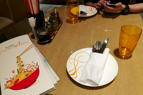 Lucky Noodles Solaire Table